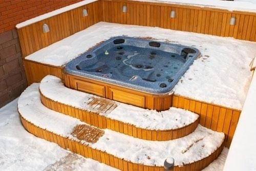 arctic-spas-hot-tub-in-deck-with-snow